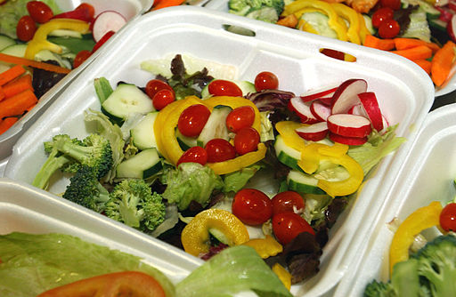 A_salad_that_will_be_served_to_a_detainee_at_the_U