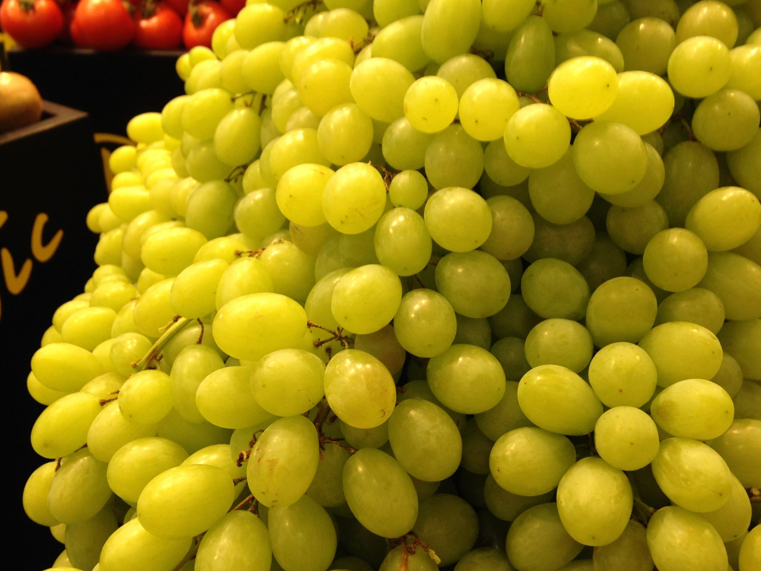 GRAPES white table