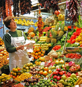 Selling fresh cut fruit to tourists has been one way traditional fruit stalls in Barcelona's famous Boqueria market have adapted to changing times, a local newspaper reports today.