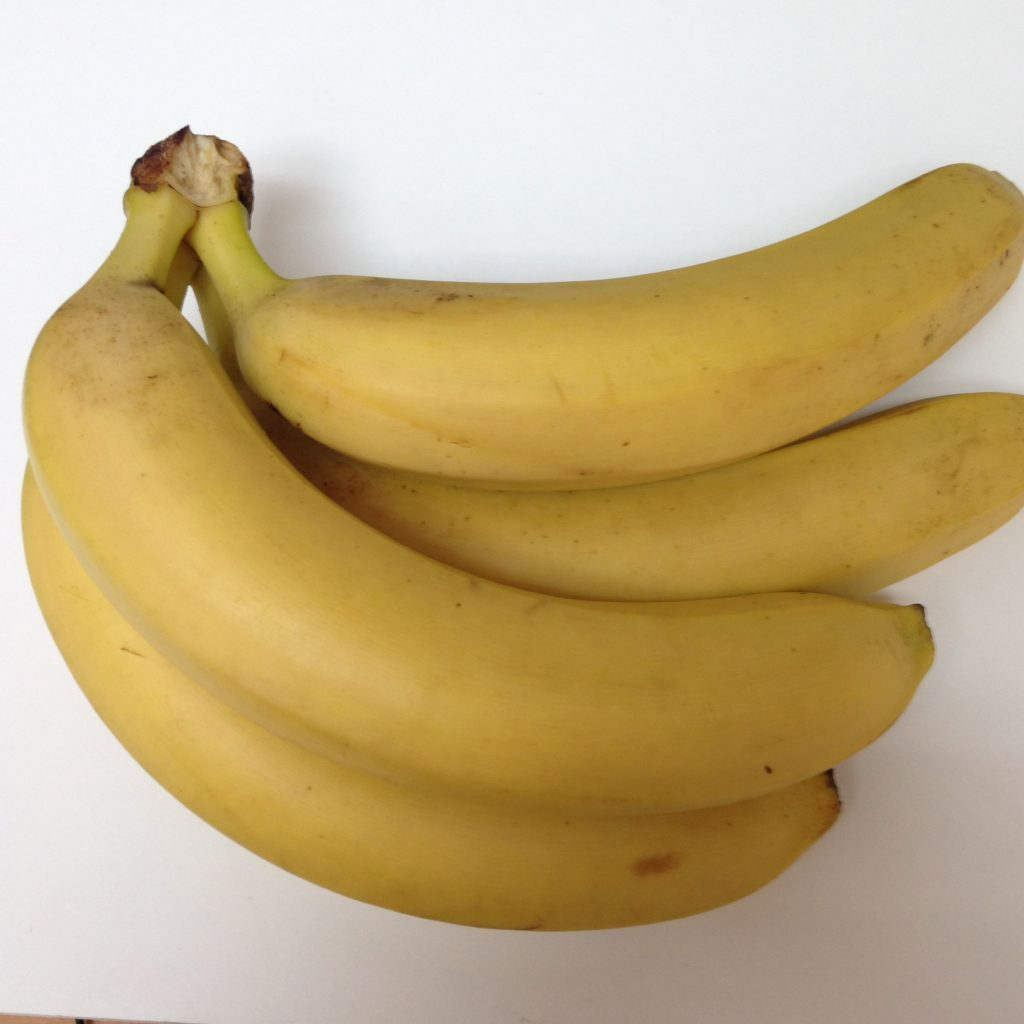 Canary Islands politician Gabriel Mato wants the European Commission to act faster if banana imports from non-EU countries such as Peru and Colombia exceed agreed limits for a preferential customs duty.