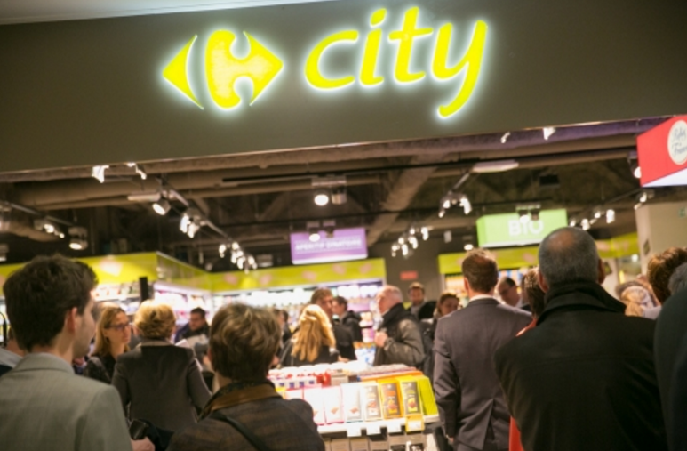 Carrefour's first City convenience store located in a French airport is based in the departures lounge of Paris-Orly's south terminal. Open 6am–10pm, 7 days a week, it stocks nearly 3,000 items.