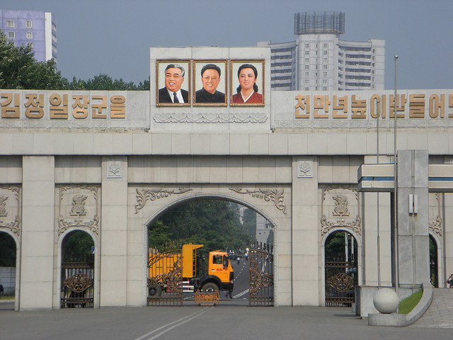 A symbol of the recent change in North Korea is that tropical fruit and imported products, which used to be sold at stores only for high-ranking North Korean government officials or foreigners, are on sale all year in jangmadang (marketplaces) where commoners usually go to buy daily necessities.