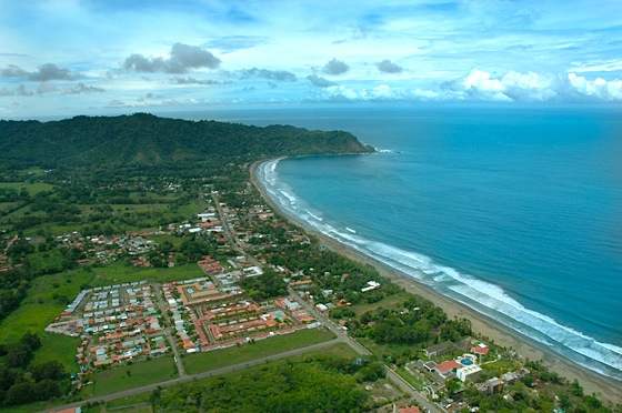 Though its population is small – just 4.8 million people – Costa Rica adds more than 2 million tourists and thousands of affluent retirees to its base of retail food consumers every year.