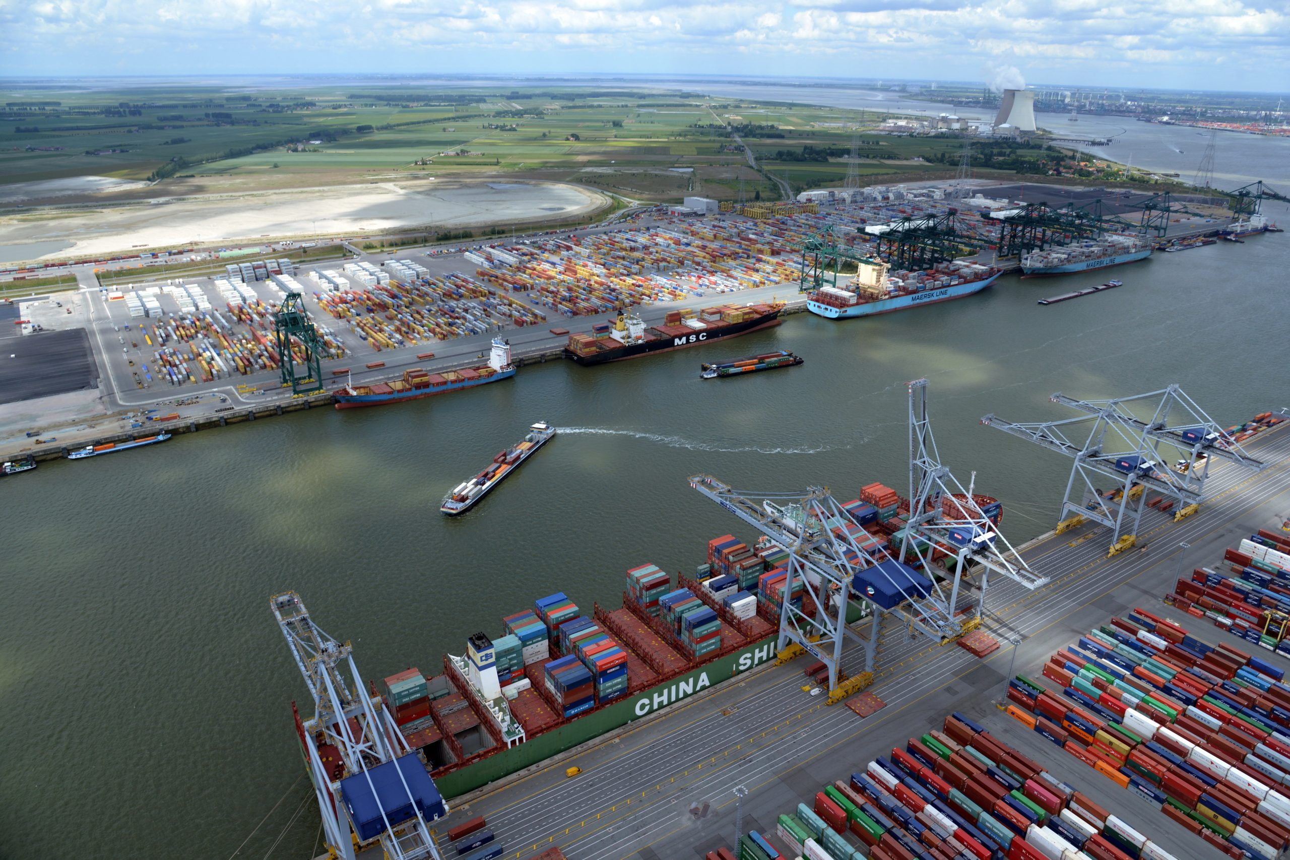 Increased containerisation has led to a lower conventional volume of fruit (down 26.5% to 377,418 tons) at the Port of Antwerp.