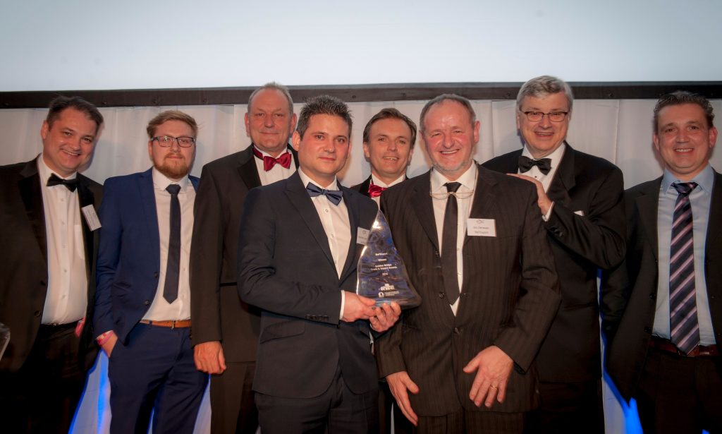 The 20th edition of the prestigious Golden Bridge Trade & Export Awards for outstanding achievements in exporting between the UK and the BeLux have been won by BelExport and Shanks Group plc. The Awards were presented by the Belgian- Luxembourg Chamber of Commerce (BLCC) and the British Chamber of Commerce in Belgium. Awards were also won by Namgrass, Orega and Lancer Europe.