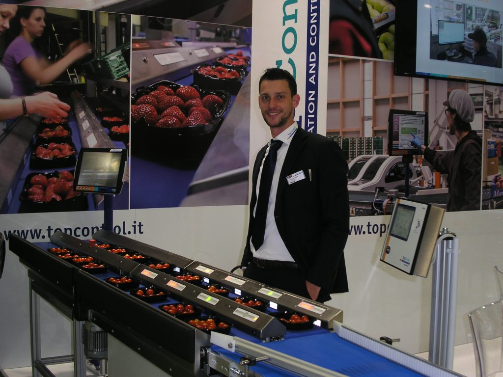 The MHP5000 device was specially designed to obtain packages of fruit levelled to a target nominal weight and it has already met with great success in Germany and Switzerland