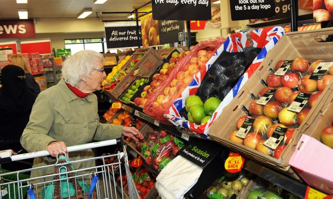 Tesco trials plastic-free fruit and vegetable packaging
