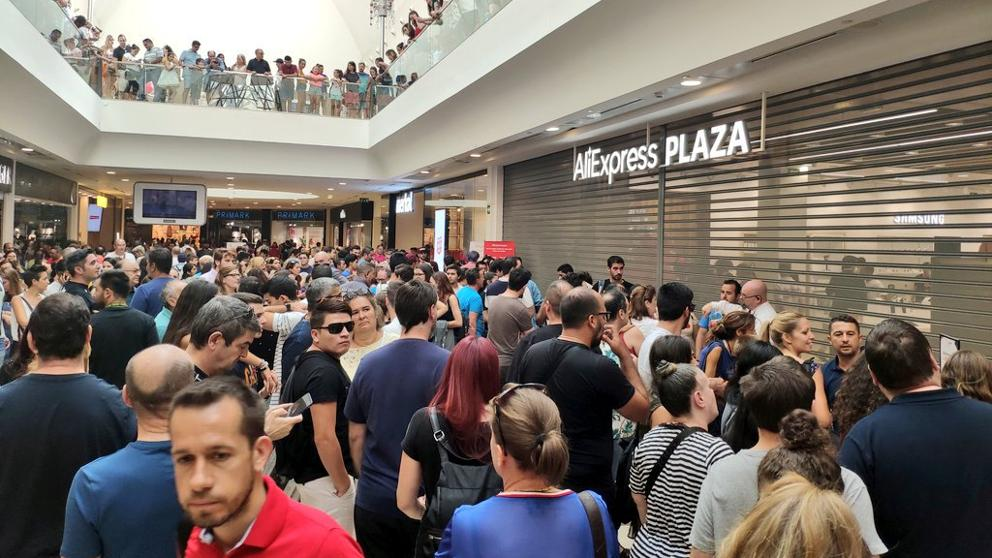 Spaniards flock to new AliExpress store in Madrid