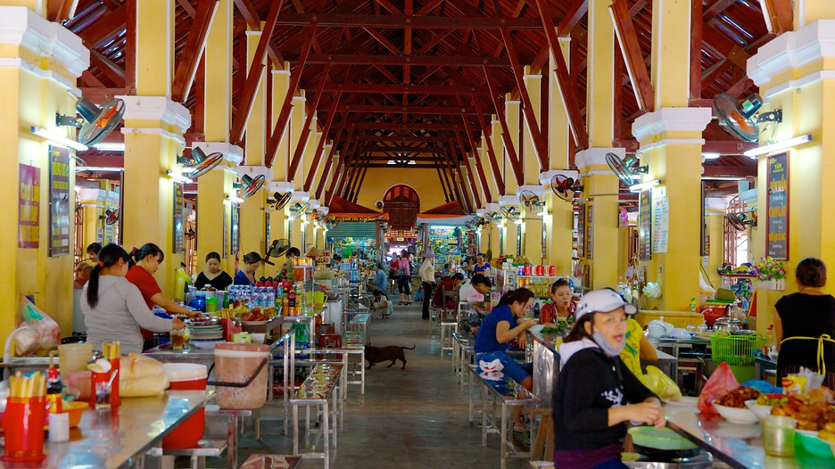 Stiff competition forces retailers out of Vietnam market