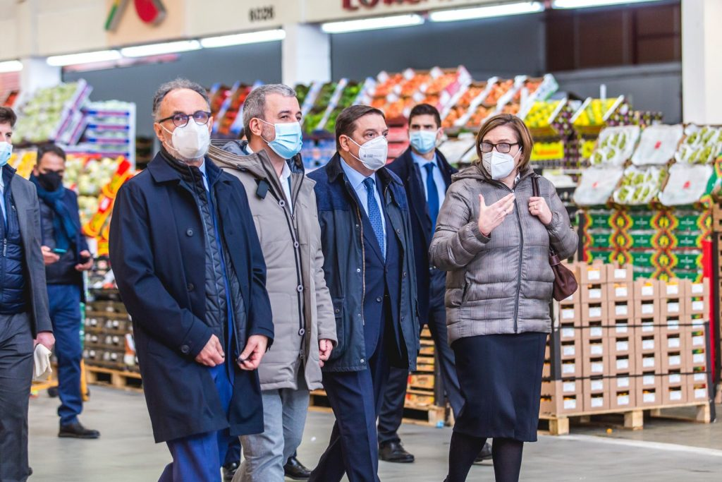 Luis Planas, Spain's Minister of Agriculture, visits Mercabarna © Mercabarna