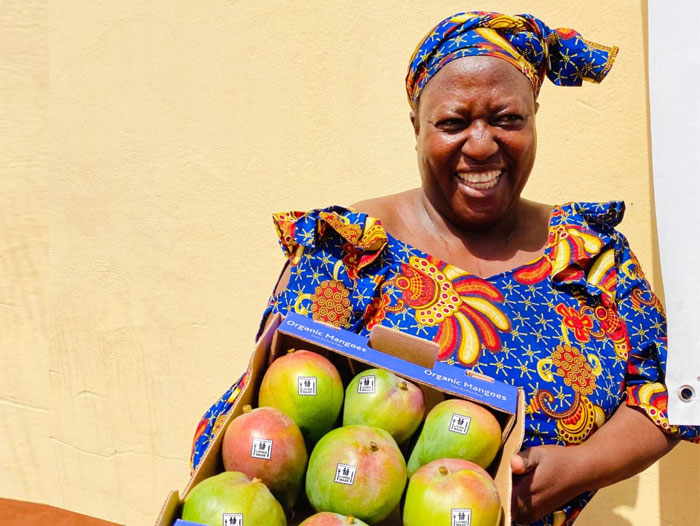 Eosta pushes mangoes and avocados with Living Wage premium
