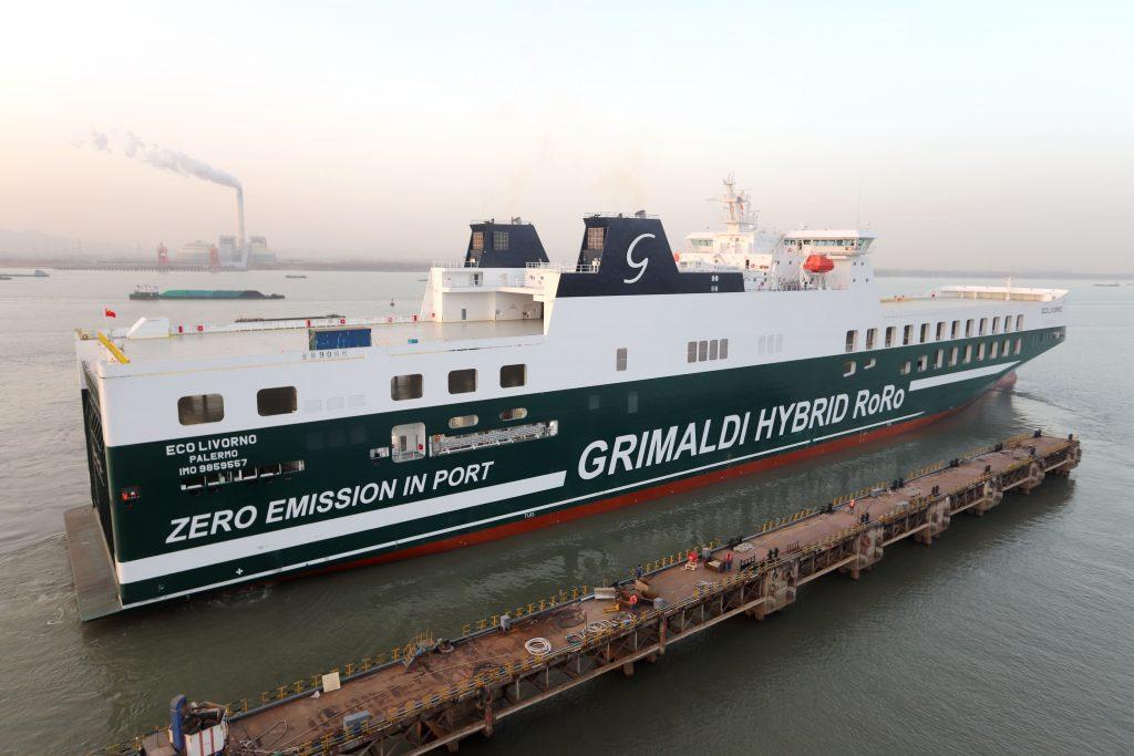 Hybrid-powered ships